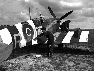 Painting invasion stripes on a WWII spitfire