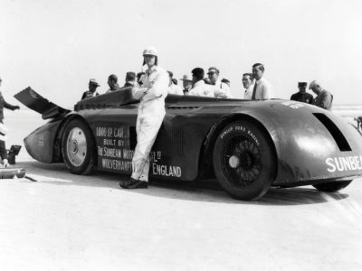 Daytona beach 1927 and the Sunbeam (slug) becomes the first vehicle to go over 200mph. Zero West
